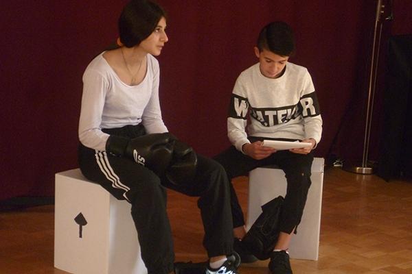 Theaterprojekt von Props bei den Apis
